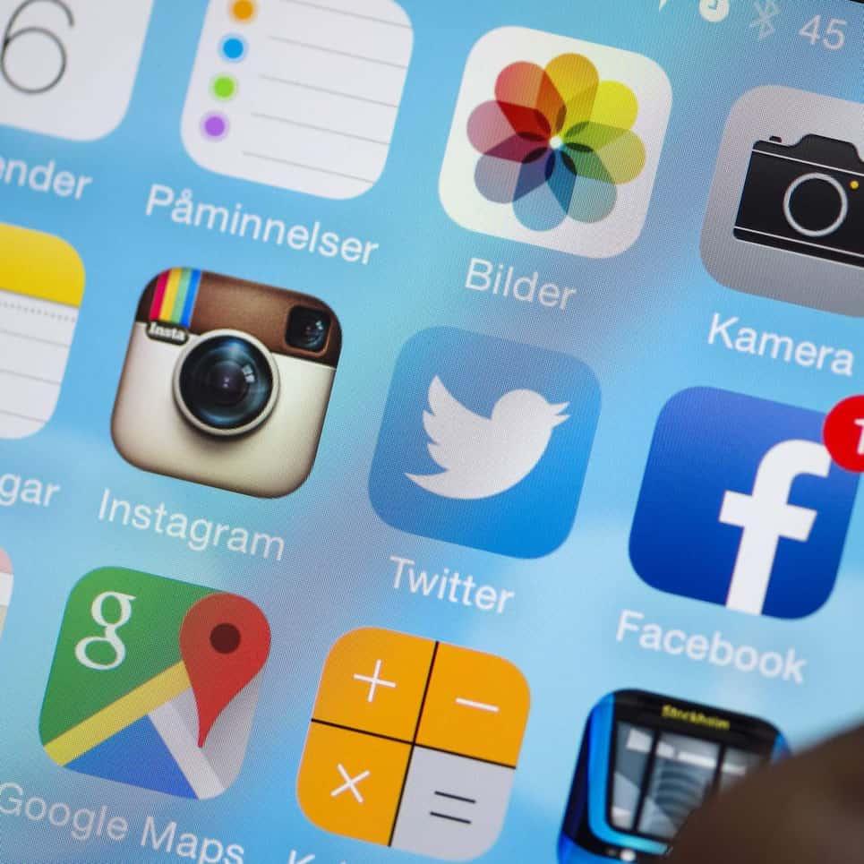 77 procent av befolkningen har en smartphone med internetuppkoppling, 70 procent av Sveriges internetanvändare använder Facebook – och nästan hälften gör det dagligen