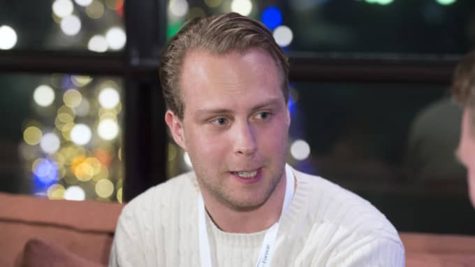 Muf:s ordförande Rasmus Törnblom skriver på Dagens Industris debattsida och kräver att alliansen måste fälla regeringen. Foto: Sven Lindwall