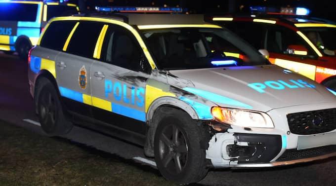 Polisbilen var under utryckning när personerna kördes på. Foto: André Tajti