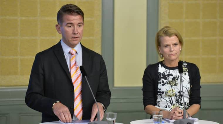 Martin Valfridsson och Åsa Regnér under pressträffen. Foto: Anders Wiklund/Tt