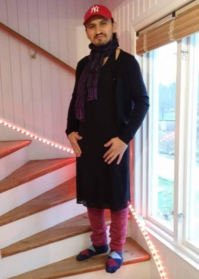 Har klänning – men är fortfarande en kille. Så förklarade Mentor för barnen att man får ha på sig vad man vill. Foto: Privat