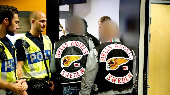 ALLA 17 SLÄPPS. De åtalade i den stora mc-rättegången har suttit häktade sen i maj. I går släpptes de i väntan på domen, som kommer den 6 december.