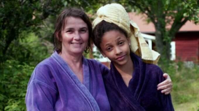 Jainey, 18, och sin Mamma Karin gjorde allt tillsammans. Men Karin drabbades av en mycket aggressiv cancer och gick bort. Foto: Privat