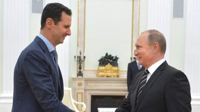 Nu ska Putin ha uppmanat Syriens president att lämna sin post. Foto: EPA TT Nyhetsbyrån