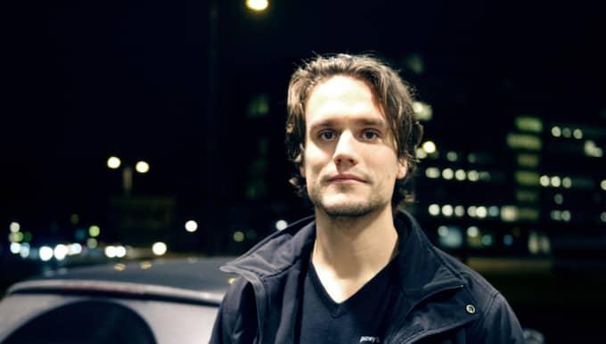 """""""Jag ser till att vara ordentligt utvilad"""" Martin Ekman, 34, Servicetekniker från Malmö: '' Jag är van att köra långt och snittar ungefär 500 mil i månaden. Det ingår i jobbet. Innan en långkörning brukar jag se till att vara ordentligt utvilad, och att ta en paus då och då. Jag har varit på väg av vägen en gång när jag var riktigt trött. Foto: Anna Svanberg"""