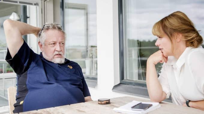 """""""Det oroar mig att SD har de siffror nu som jag skriver om i min bok, 18,7 procent"""", säger Leif GW Persson till Expressens Malin Roos. Foto: Simon Hastegård"""