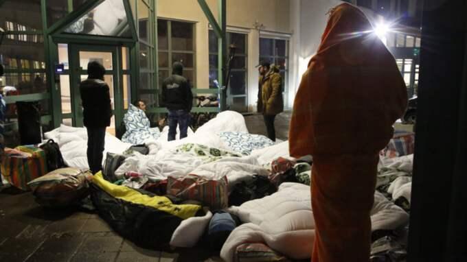 Flyktingar som tvingats sova på gatan. Foto: Stig-Åke Jönsson/Tt