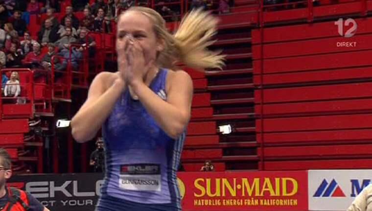 Lisa Gunnarsson efter rekordhoppet. Foto: TV12