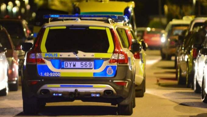 Larmet om skottlossning kom till SOS Alarm vid 22-tiden och fem ambulanser skickades till platsen. Foto: Niklas Luks