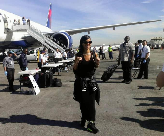 Rihanna på väg att lämna Los Angeles för att åka till Mexiko. Foto: Planet Photos