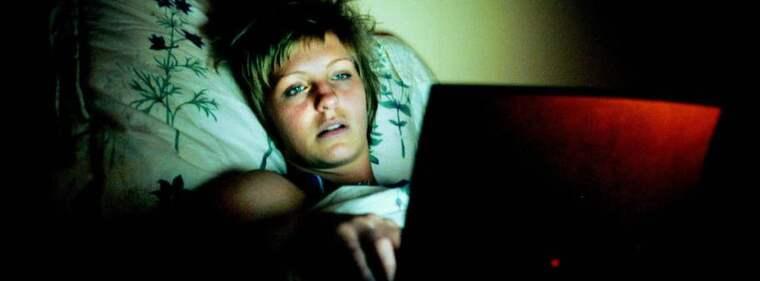 Drabbade. Maria Arnholm och Birgitta Ohlsson menar att kvinnor är särskilt drabbade av attacker på internet. Kvinnan på bilden har inget med texten att göra. Foto: Magnus Jönsson Foto: Magnus Jönsson