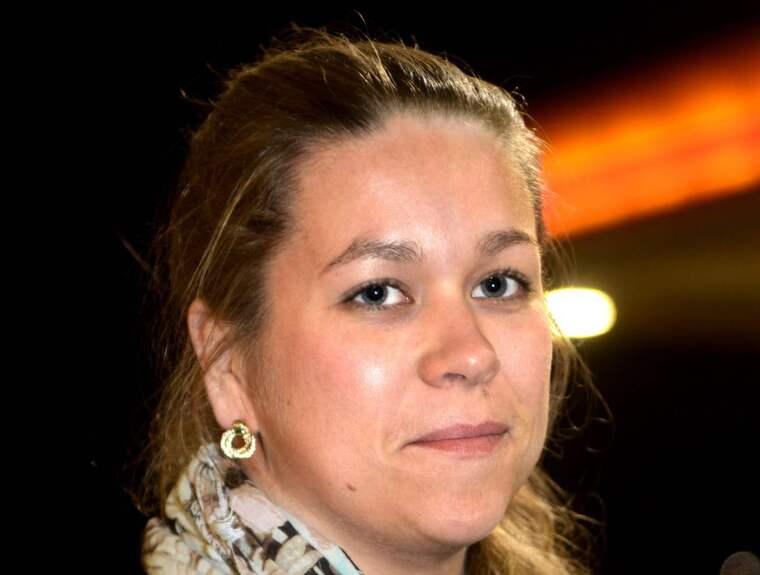 Miina Ponkala, 29 år, studerar till socionom, Torneå, - Jag tycker att det är okey att ha den åsikt de har. Men att det är fel att skrika åt folk och bära tröjor med finska flaggan som de gör. Själv tycker jag att vi ska hjälpa dem som verkligen behöver det.