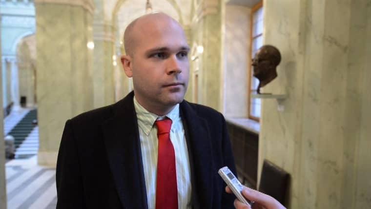 ÅKESSONS KRONPRINS. Erik Almqvist står partiledaren Jimmie Åkesson nära och pekas ut som kronprins i partiet. Foto: ROGER VIKSTRÖM
