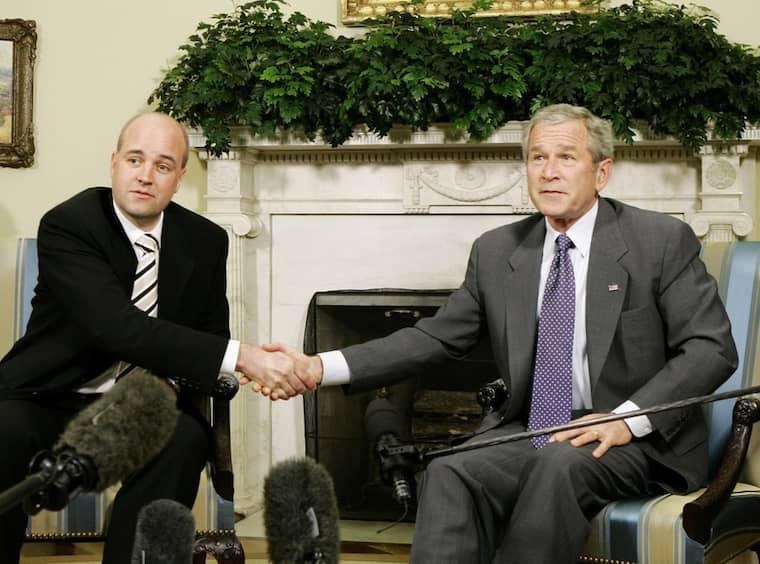 I maj 2007 mötte statsminister Fredrik Reinfeldt president George Bush i Vita huset. Vid mötet kan Reinfeldt ha fått beröm för ett topphemligt samarbete mot terrorism. Det visar ett brev från den amerikanske ambassadören som läckt ut via Wikileaks och som i dag publiceras i Svenska dagbladet. Foto: Charles Dharapak