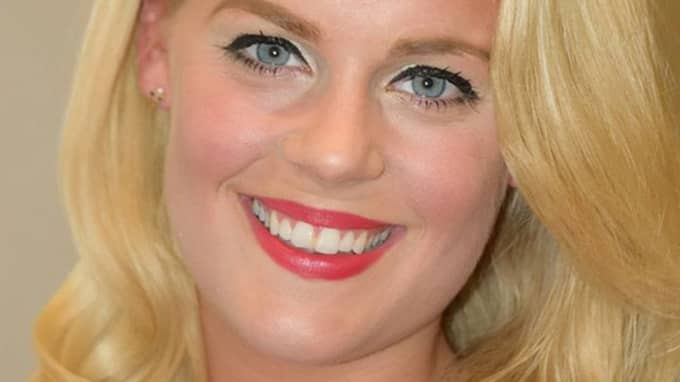 I en studie som gjorts på Lunds universitet framgår det att den sociala appen Instagram är ångestframkallande och leder till att unga kvinnor mår dåligt, säger Beatrice Stjernswärd, en av författarna bakom uppsatsen.