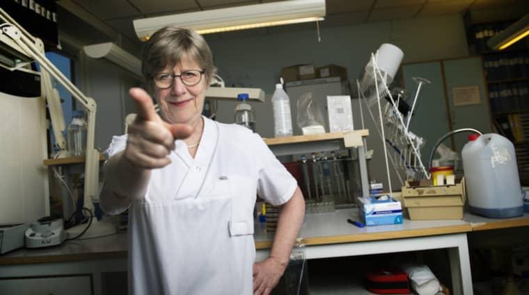"""""""Alltid retar det någon, det är det bästa,"""" säger professor Agnes Wold om den fina utmärkelsen Årets kvinna 2016. Foto: Robin Aron"""