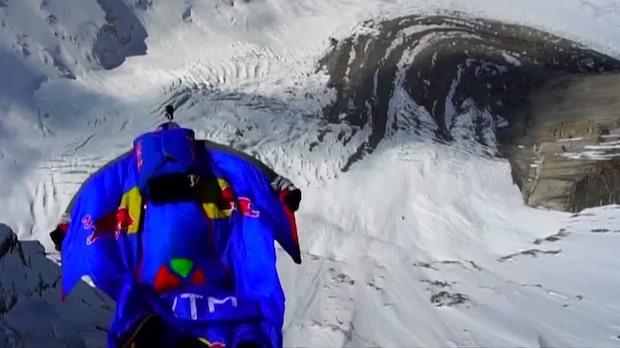 Här faller han - 7700 meter från marken
