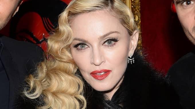 Madonna förbereder sig för att gå in i rättssalen för att få ett slut på vårdnadstvisten. Foto: Rachid Bellak / Bestimage