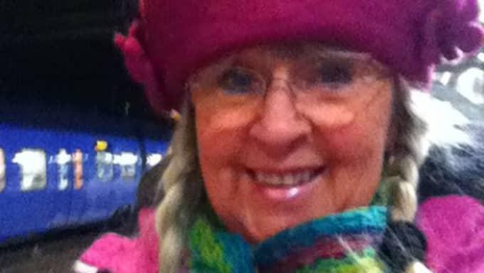 Britt-Marie Lindström, 70, lägger ner mycket tid framför datorn. Foto: Privat
