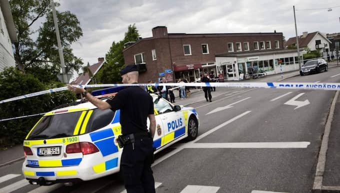 29 maj 2013: Öppnade eld mot restaurang Mitt på dagen sköts det in mot en restaurang på Eklandagatan i Johanneberg i centrala Göteborg. Skottlossningen fortsatte sedan utanför på gatan då två lediga poliser blev beskjutna. Två personer försvann från platsen på vespor efter skottlossningen. Foto: Lisa Irvall