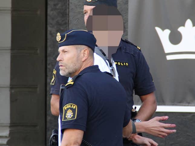"""Mannen som tårtade Göran Hägglund greps av polis. """"Vi har gripit den personen och tagit hand om honom enligt polislagens trettonde paragraf, gällande ordningsstörning"""", säger Peter Adlersson, polisens presstalesman i Västra Götaland. Foto: Dennis Lindbom"""