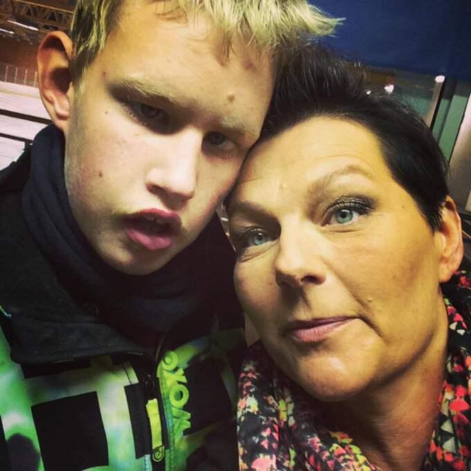 """""""När vi fick Johan fick vi en diagnos väldigt tidigt men det var för att jag var så jäkla envis och sa att något inte stämmer"""", säger mamma Ulrika. Foto: Privat"""