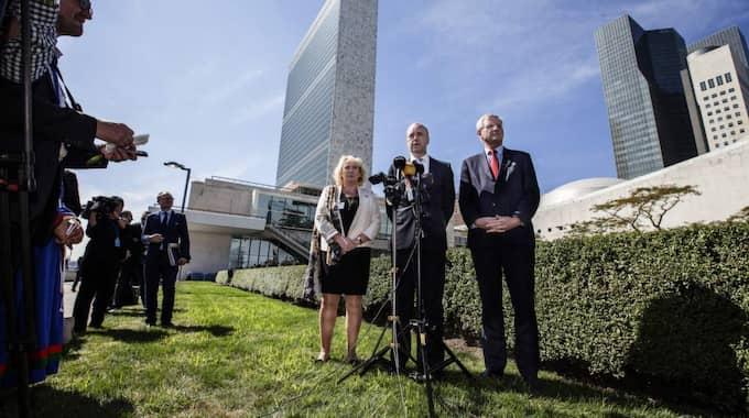 I september förra året hölls FN:s klimatmöte i New York. Här är Lena Ek, Fredrik Reinfeldt och Carl Bildt utanför FN:s högkvarter. I år kommer FN:s klimatmöte att hållas i Patris i början av december. Foto: Axel Öberg