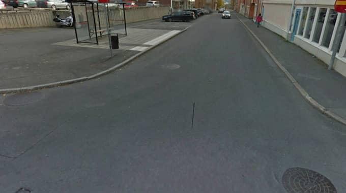 Här, i korsningen Tullgatan-Prästgatan skedde ett av överfallen. Arkivbild. Foto: Google Earth