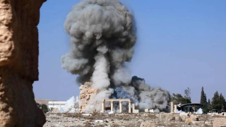 FÖRSTÖRELSE. IS krossade delar av Palmyra med både släggor och bomber. Världsarvet återtogs av den syriska armén förra veckan. Foto: AP/TT