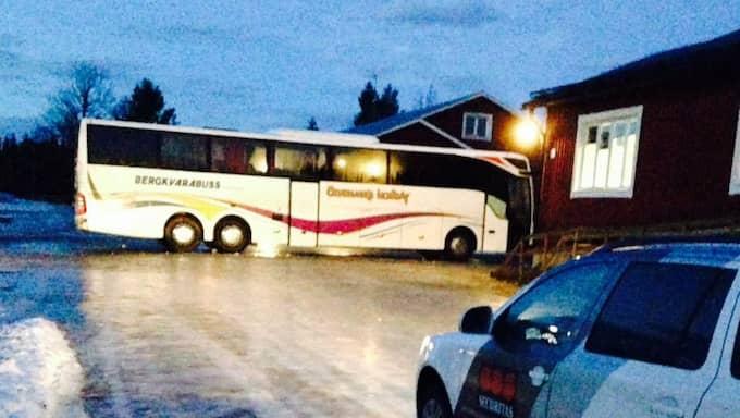 Bussen i Grytan, som flyktingarna inte ville lämna. Foto: Läsarbild