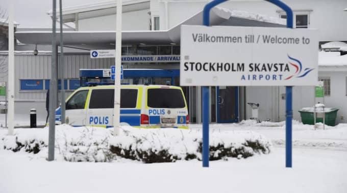 Delar av Skavsta flygplats evakuerades på söndagen efter att en väska gjort utslag för ett explosivt pulver. Efter kontroll visade det sig att väskan enbart innehöll vanliga personliga tillhörigheter. Foto: Pontus Stenberg