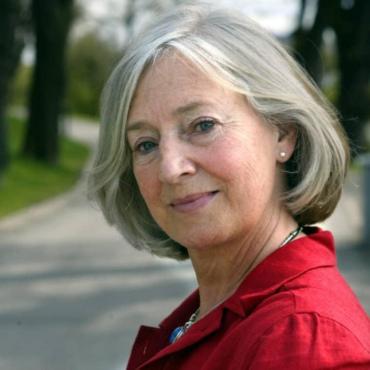 """Inga-Britt Ahlenius var medlem av den granskningskommission som i slutet av 90-talet granskade utredningen av mordet. """"Först säger hon två gärningsmän till Rimborn, sedan ändrar hon sin version flera gånger. Det stämmer inte"""", säger hon om Lisbet Palmes vittnesmål. Foto: Cornelia Nordström"""