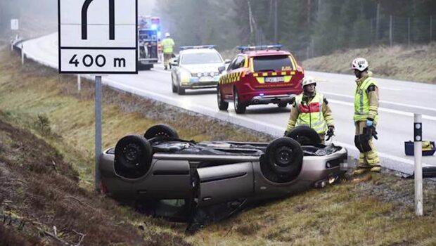 Två döda i allvarlig krasch på motorväg