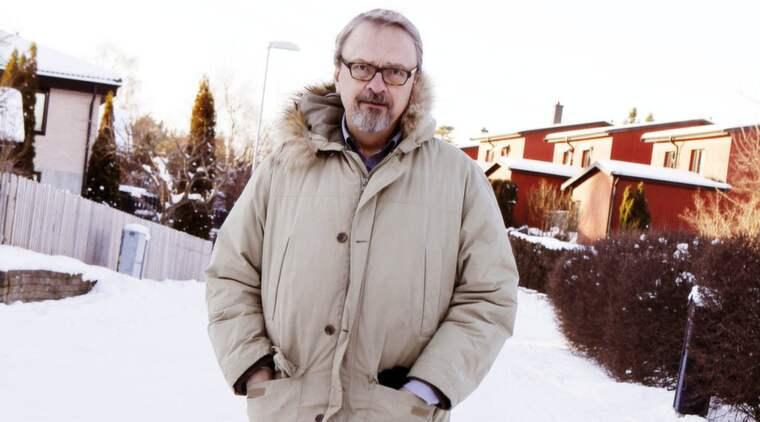 Överlevare. Kjell Broberg har i flera år bloggat om sin långa kamp mot cancern. På bilden ses han tillsammans med hunden Ruska. Foto: Cornelia Nordström