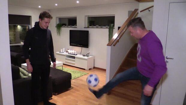 Far och son gör upp: Vem är bäst på fotboll?