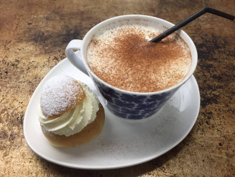 Semmelsmoothien består av en semla som mixas ihop med het, skummad mjölk. Foto: Privat