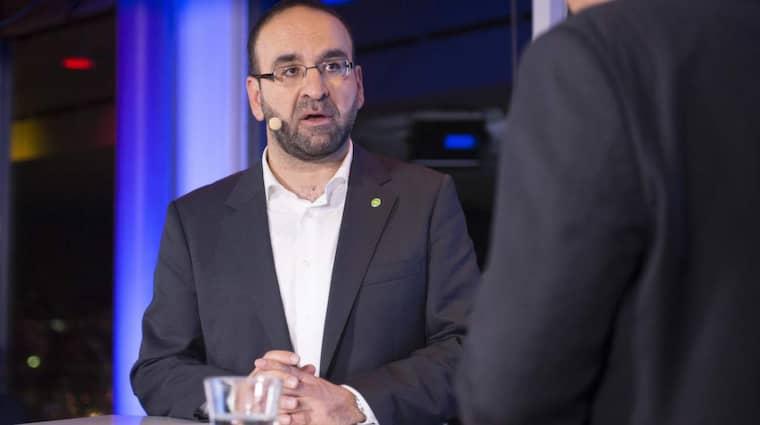 Bostadsminister Mehmet Kaplan (MP) duckar om hur bostäder ska fås fram. Foto: Tommy Pedersen
