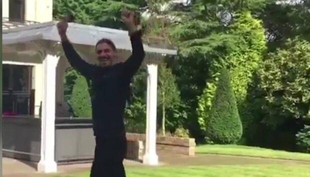 Zlatan skjuter stenhårt – sänker kompisen i mål