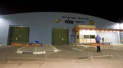 ELAFÄNGELSET. Israel häktar de aktivister som vägrar skriva på ett papper att de lämnar landet frivilligt. De får vänta i fängelse tills en domstol beslutar om utvisning. Foto: Jonathan Näckstrand