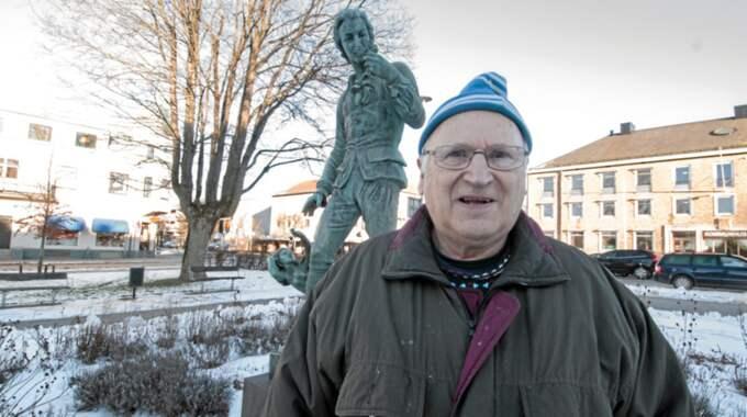 """""""Ingvar Kamprad har ett huvud med mycket idéer. Han har gjort otroligt mycket under en mansålder, det är fantastiskt"""", säger Folke Lindskog som föreslår att Ikea-grundaren ska få en egen staty i Älmhult. Foto: Ingemar Melin/Smålänningen"""