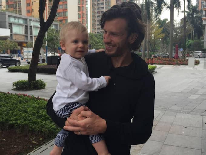 Gustav Svensson med sonen Charlie. Foto: Privat