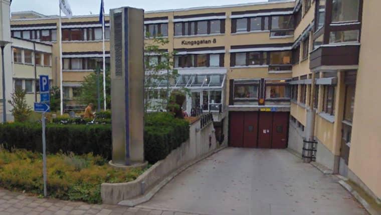 Två asylsökande från ett hem för ensamkommande flyktingbarn i Alvesta åtalas i Växjö tingsrätt för grov våldtäkt av en 12-årig flyktingpojke. Foto: Google Maps