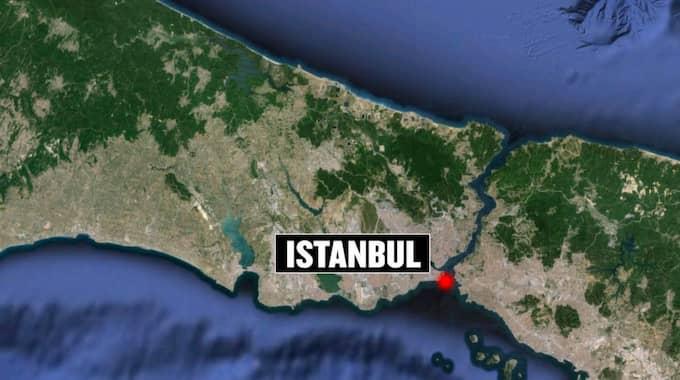 En explosion ska ha skett i centrala Istanbul i Turkiet. Flera uppges vara skadade.