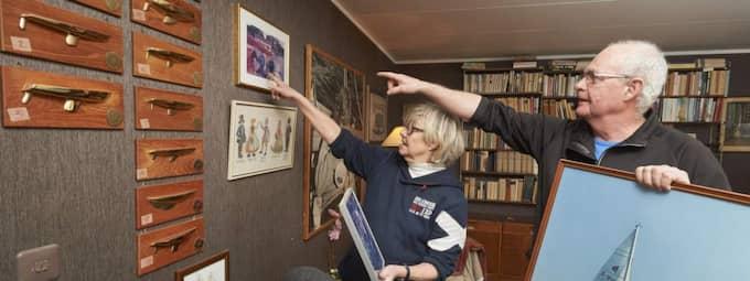 Mycket är nedplockat men många minnen hänger kvar på väggarna i huset i Rydebäck. Seglingen tar stor plats. Foto: Stefan Lindblom/Helsingborgs-Bild