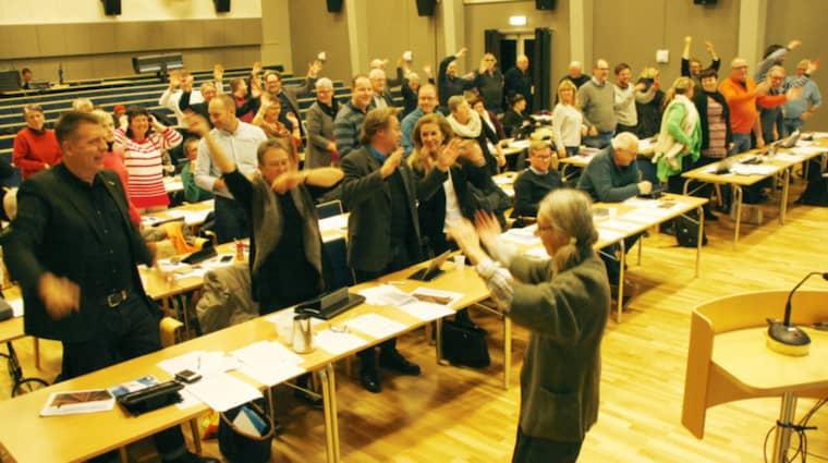 Det råder vattenbrist på Öland och politikerna gör vad de kan för att mana fram vatten – till och med att dansa regndans. Foto: Malin Edeborg/Ölandsbladet