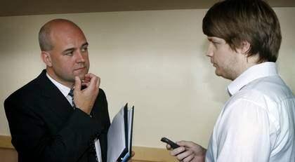 Tar lätt på kritiken. När Expressens reporter Karl-Johan Karlsson träffar statsminister Fredrik Reinfeldt i riksdagen tar han lätt på FRA-kritiken. Foto: ROGER SCHEDERIN