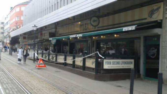 Polisen har spärrat av ett område i centrala Norrköping. Foto: Läsarbild