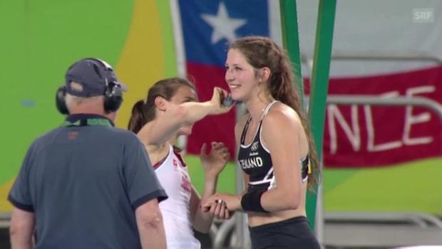 Här fixar Nicole Büchler till konkurrentens ansikte