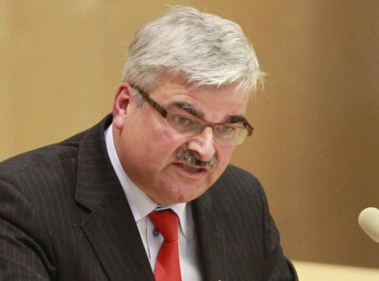 Håkan Juholt på dagens partiledardebatt. Foto: Sven Lindwall