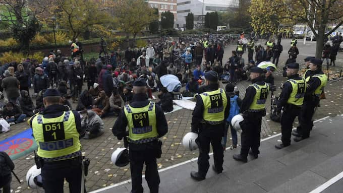 Många poliser är på plats. Foto: Tomas Leprince